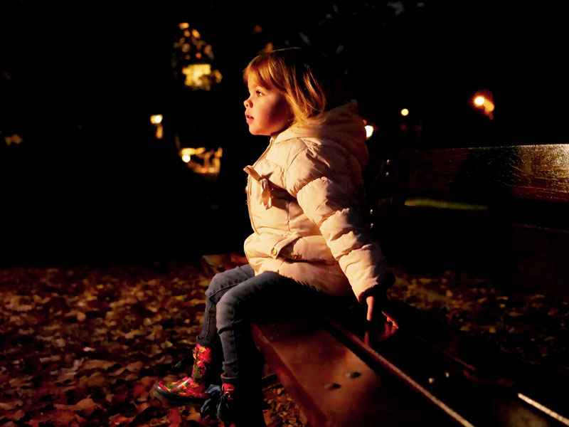 bench-baby-light-dark-arttractiv