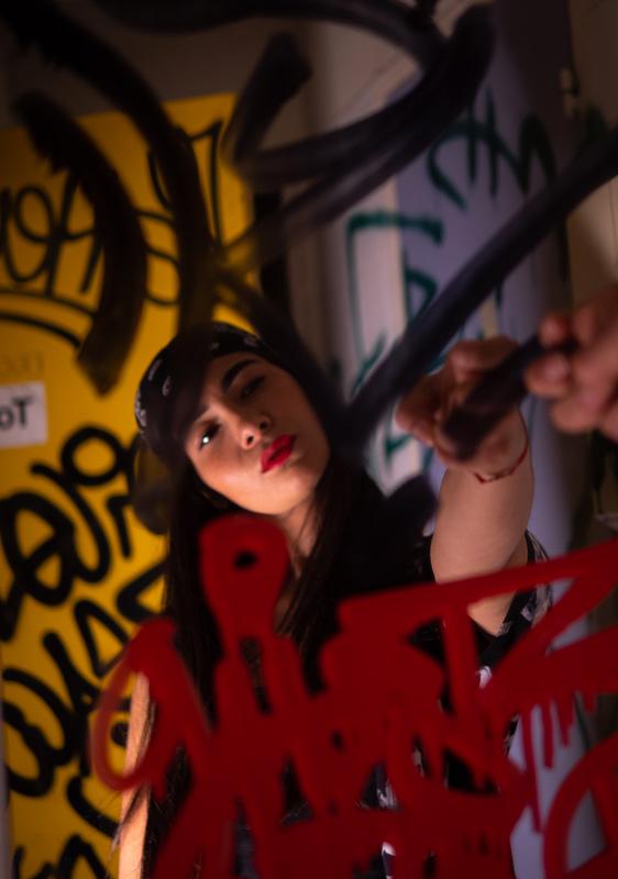miroir-graffiti-chanteuse-arttractiv