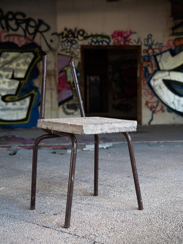 urbex-chaise-graffiti-arttractiv